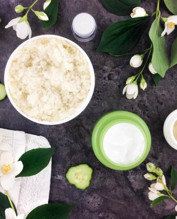 Zijn natuurlijke cosmetica geschikter voor een gevoelige huid?