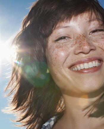 Hoe ontstaan pigmentvlekken in het gezicht en wat kan je er tegen doen?