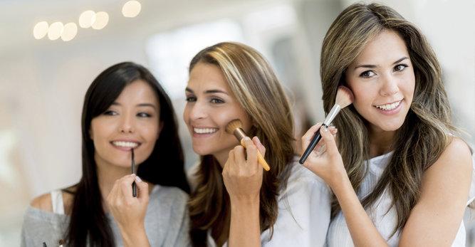 Make-up tutorial: het verbergen van zichtbare oneffenheden op de huid