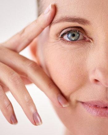 Waarom is mijn huid zo gevoelig tijdens de overgang en wat kan ik hieraan doen?