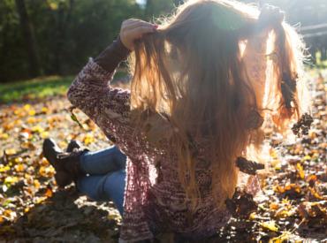 Wat is dat toch in de herfst? Bomen verliezen hun bladeren en mensen verliezen meer haar…