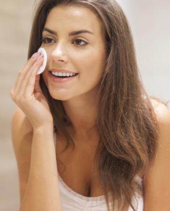 Niet-comedogene make-up voor de onzuivere huid