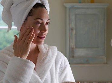 Hoe mijn huid te verzorgen tijdens de overgang? Het beste advies voor blijvend resultaat