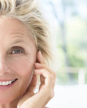 Waarom voelt mijn huid zoveel droger aan op mijn 50e dan op mijn 30e?